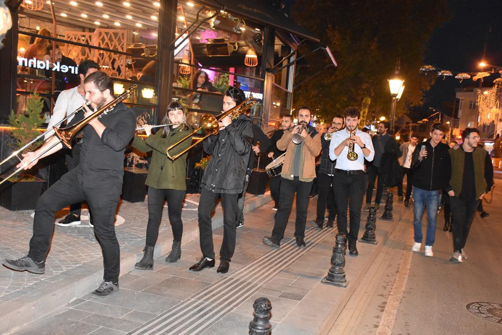 Bayram Coşkusu Cumhuriyet Bandosu İle Tavan Yaptı