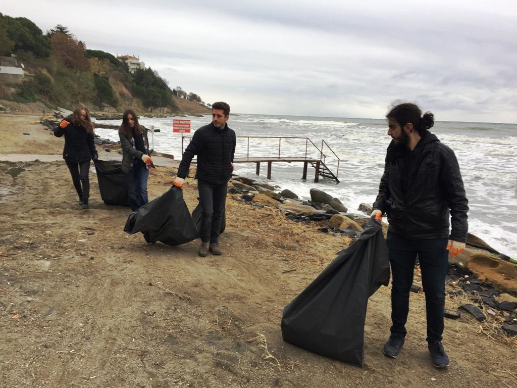 Ahbaplar doğayı yaşatmak için çöp topladılar