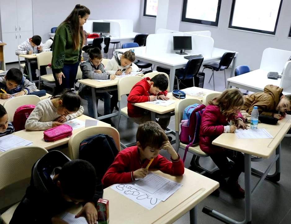 Marmaraereğlisi Belediyesi Gençlik Merkezi'nde gençler geleceğe hazırlanıyor