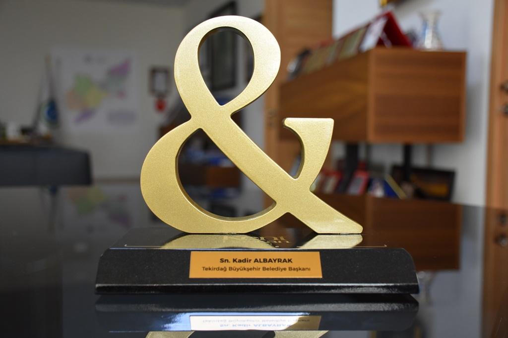 Büyükşehir Belediyesi Başarılı Çalışmalarını Ödüllerle Süslüyor