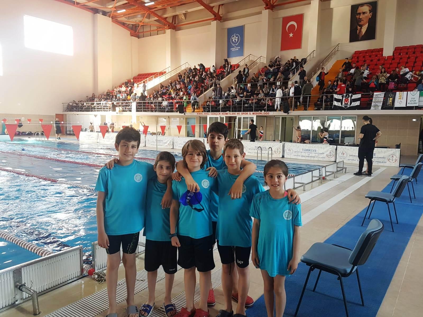 Süleymanpaşalı minik yüzücülerden 14 madalya