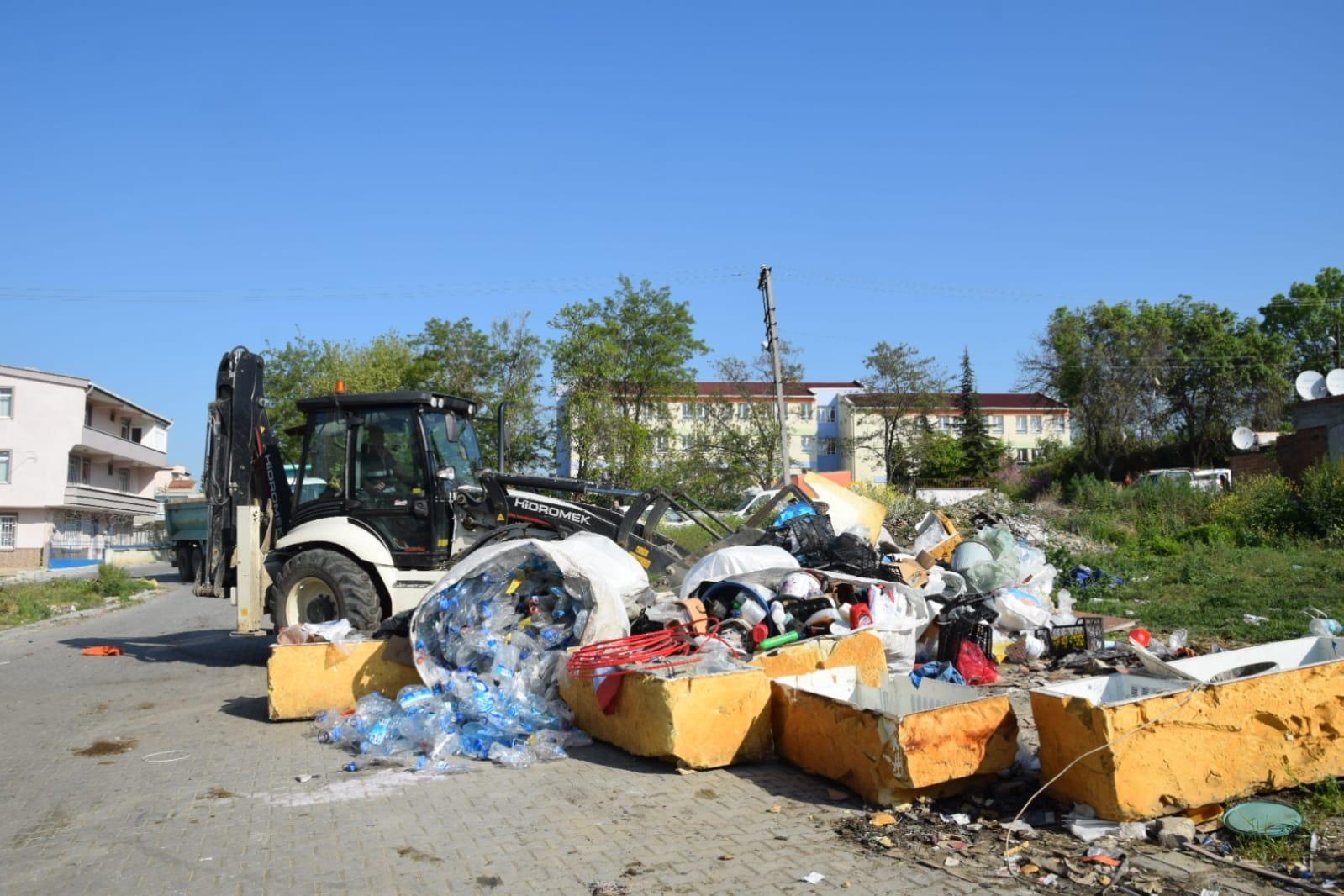 Kötü görüntüye sebep olan çöp yığınları ortadan kaldırıldı