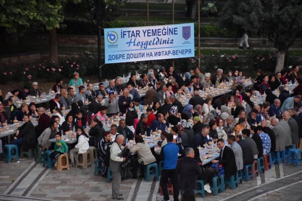 Tekirdağ Büyükşehir Belediyesi'nin İftar Programında Türk Soydaşlar Bir Araya Geldi