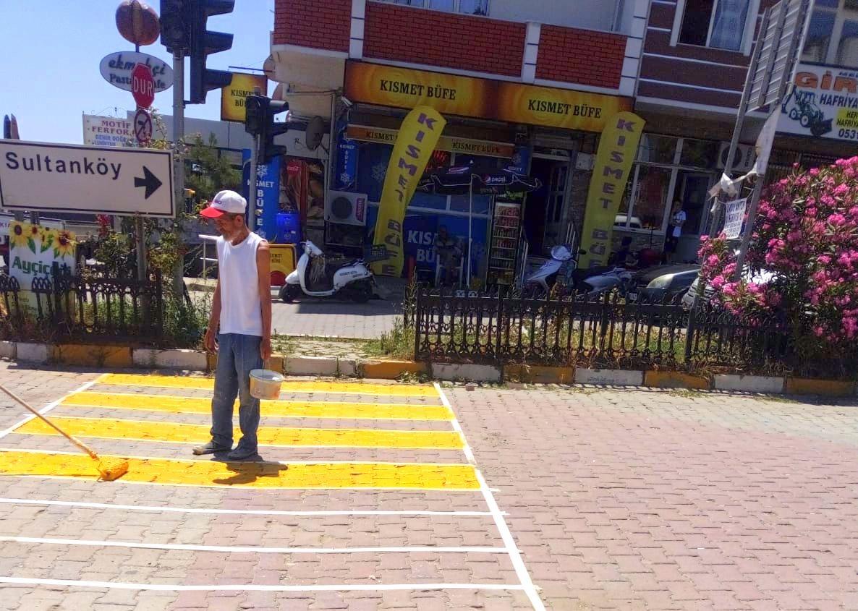Marmaraereğlisi Belediyesi'nden Yaya Geçitlerinde Boyama Çalışması
