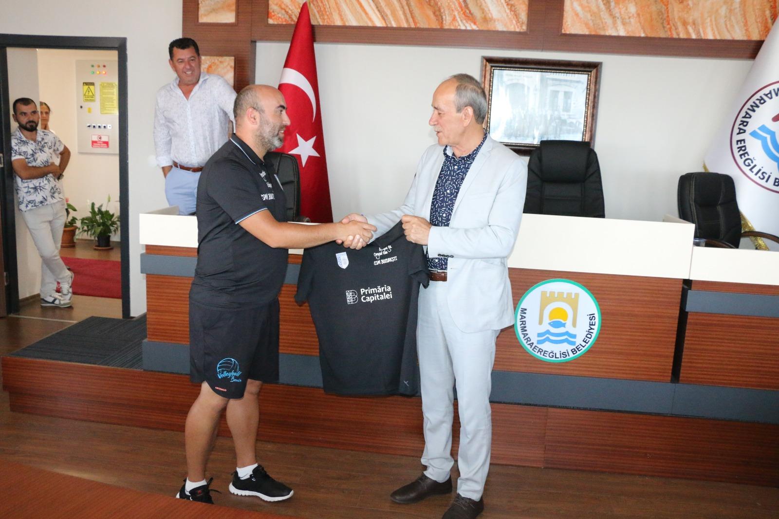 Plaj Voleybolu Halk TurnuvasıTakımlarından Başkan Ata'ya Ziyaret