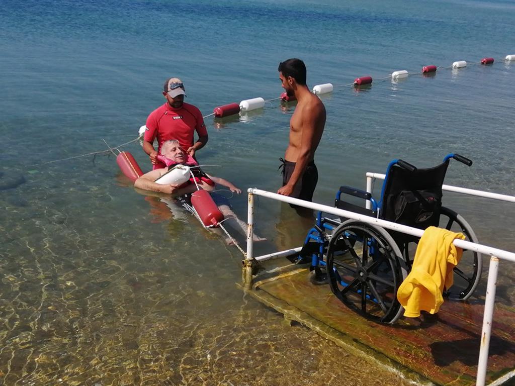 Keşan Belediyesi'nin Erikli'deki Engelsiz Plajı'na ilgi artıyor