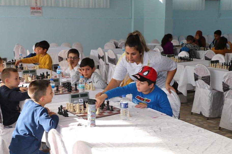 Marmaraereğlisi Belediyesi Satranç Turnuvası Düzenledi.