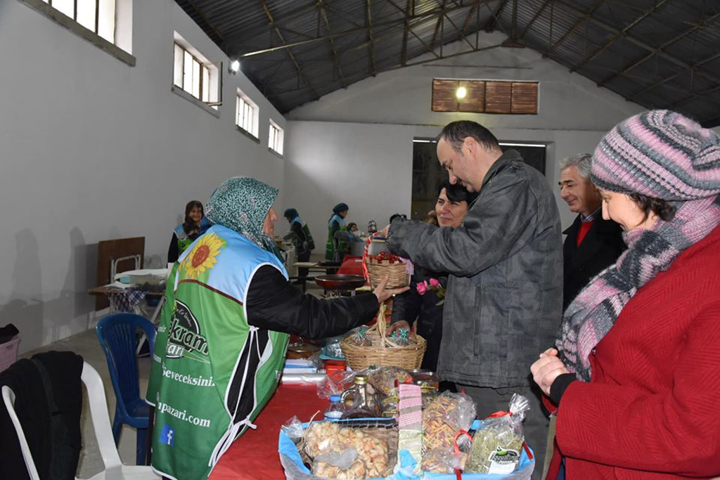 Vali Canalp'ten İzzeti İkram Pazarı'na destek ziyareti…