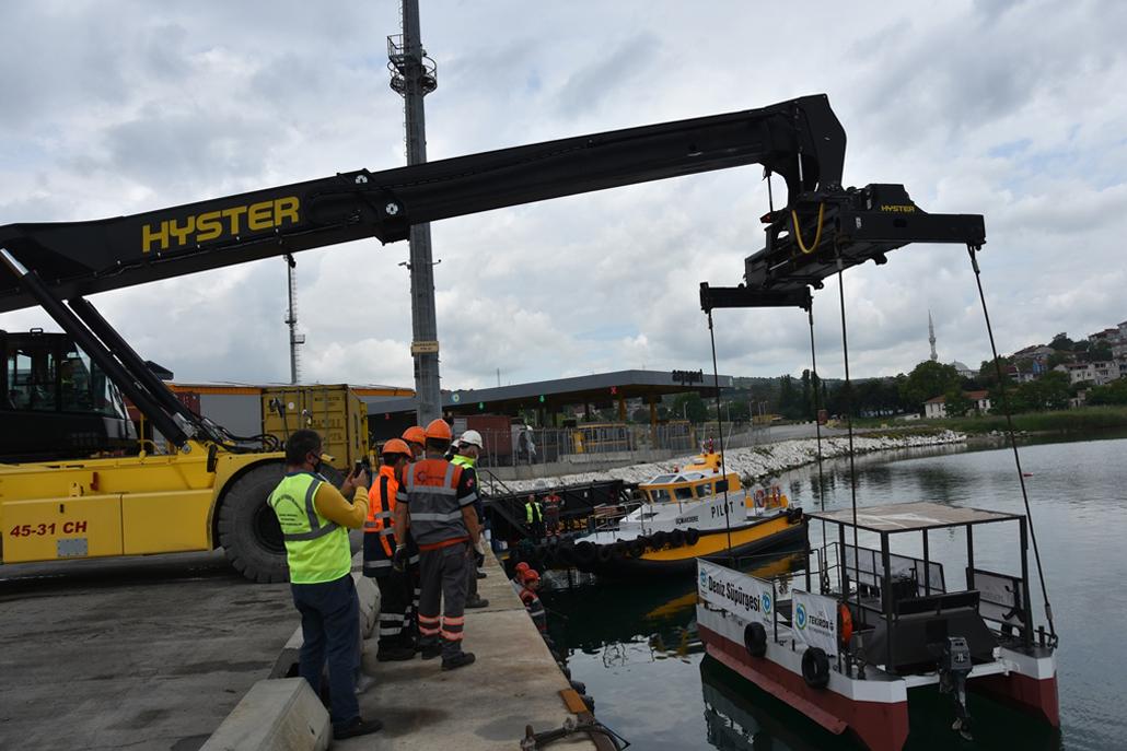 Büyükşehir Belediyesi'nin Deniz Temizliği Çalışmalarına Asyaport'tan Önemli Katkı