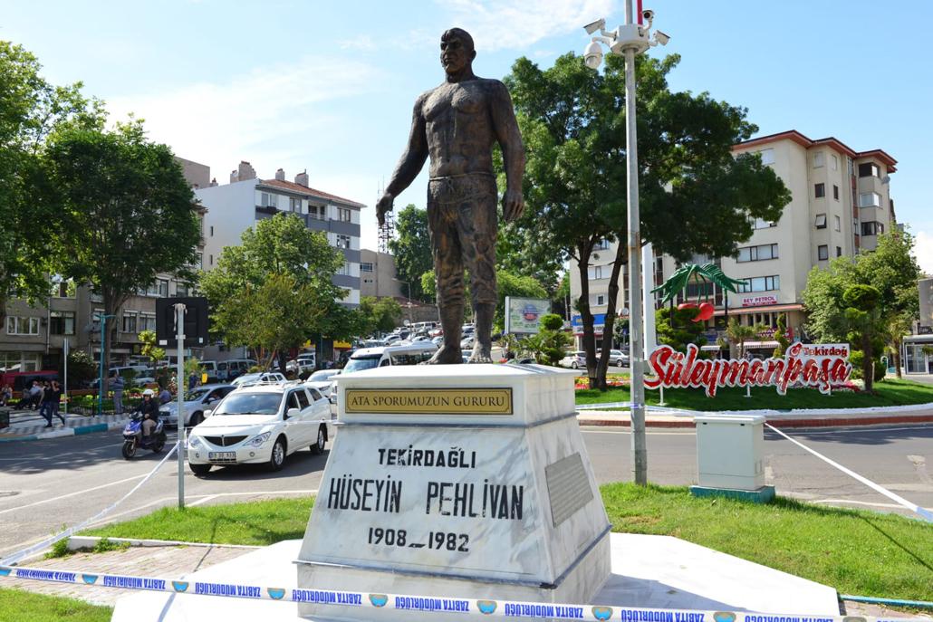 Hüseyin Pehlivan Anıtı yenileniyor