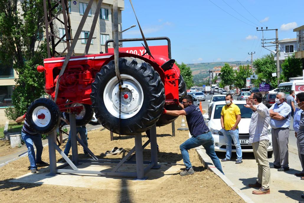 Süleymanpaşa'ya bir antika traktör daha kazandırıldı