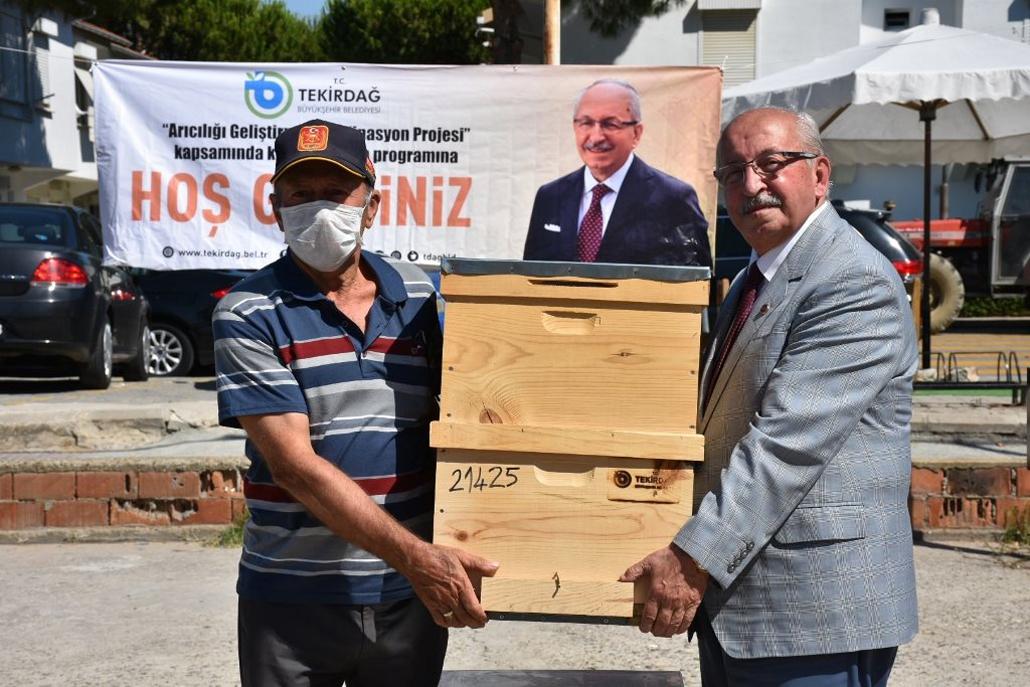 Büyükşehir Belediyesi'nden Şarköylü Bal Üreticileri Kovan Desteği
