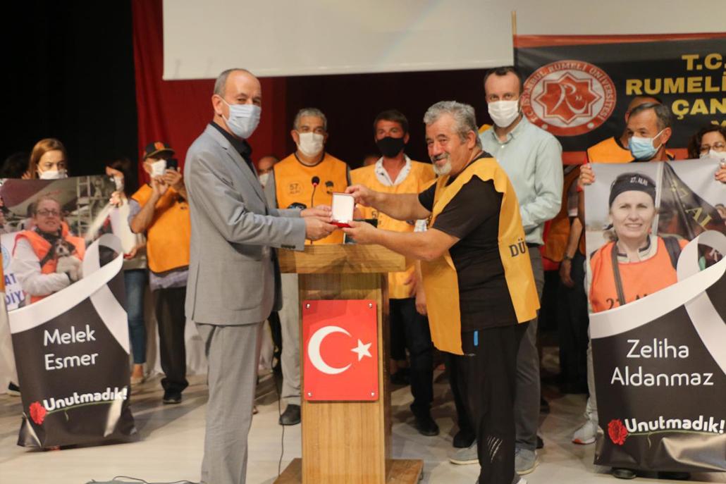 57  Alayı Yaşatma Araştırma Gönüllüleri Derneği'ndenBaşkan Ata'ya Teşekkür Plaketi