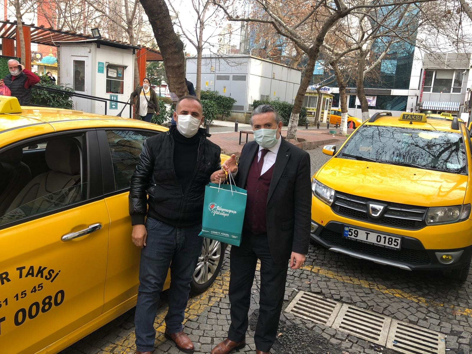 Gönül Elçileri yeni yılda taksici esnafının yanında